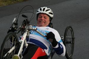 Een foto van Kees van Velzen die lid is van de Hand Bike Team Noord-Holland (HBTNH)